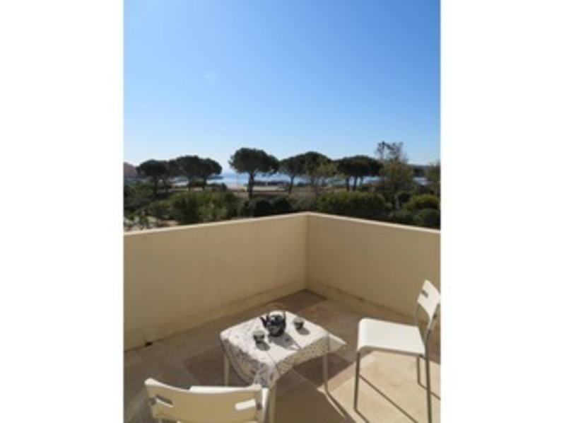 Location T2, vue mer, accès direct plage, proche commerces