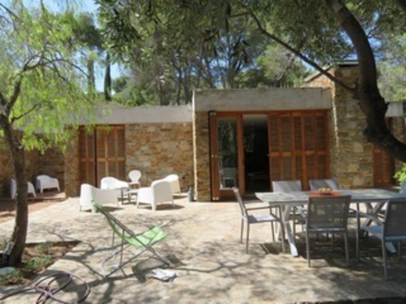 Location Villa deux chambres au Gaou Bénat  proche de la mer.