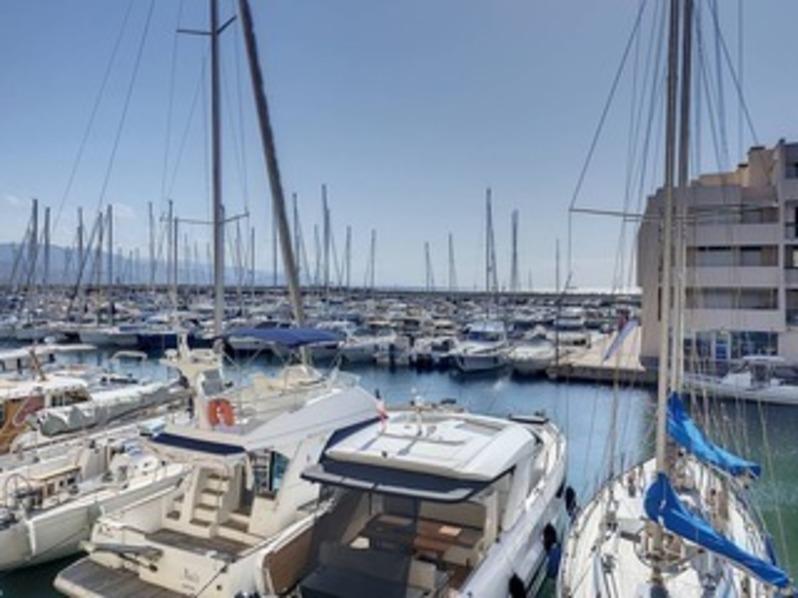 Location T2 Port de Bormes - la Favière- Vue mer, classé trois étoiles.