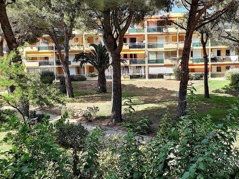 Location T2 de 26m², vue sur jardins.