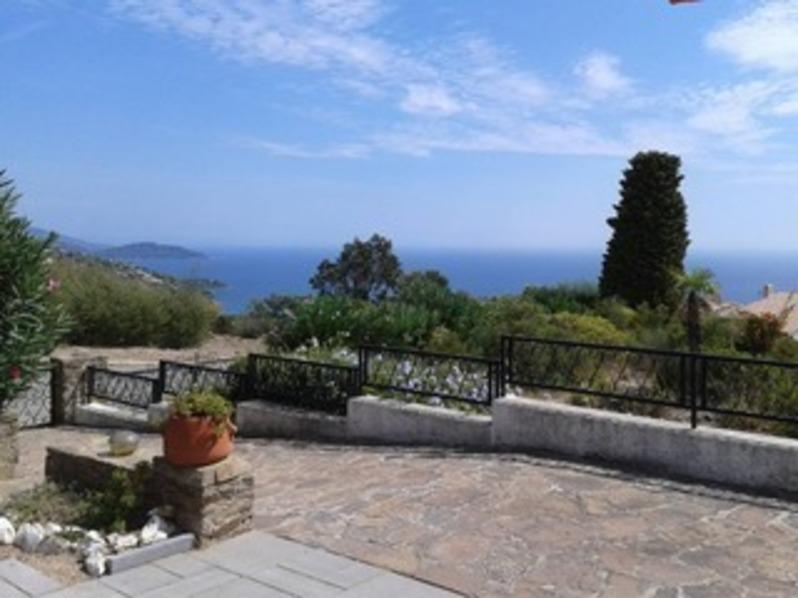 Location Villa vue mer, deux chambres, sur les hauteurs du Lavandou.