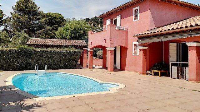PAS DE COURTIN  Villa avec piscine BORMES LES MIMOSAS