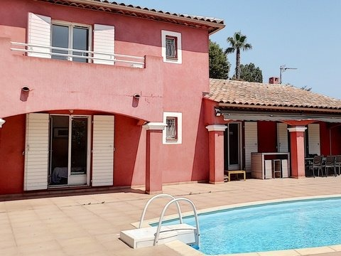 Location Villa climatisée,  trois chambres et studio, piscine.