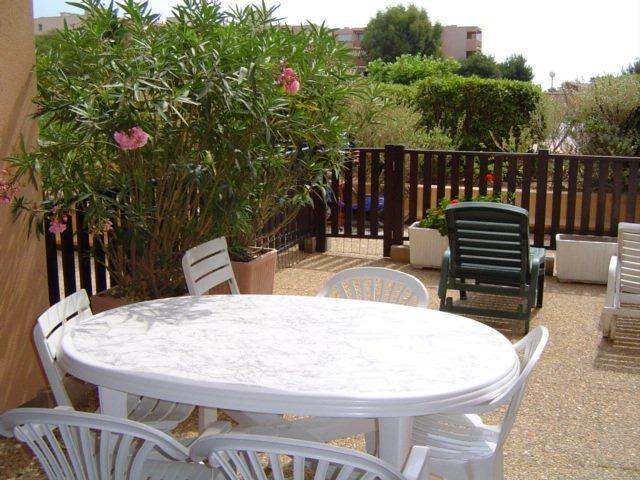 Location Joli T2 rez de jardin résidence avec Piscine et tennis
