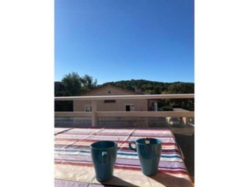 Location Beau T2 dans résidence calme avec piscine et tennis, proche plage.