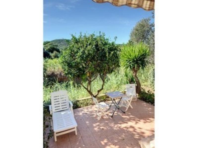 Location Mazet avec vue sur les vignes , dans résidence calme  avec piscine