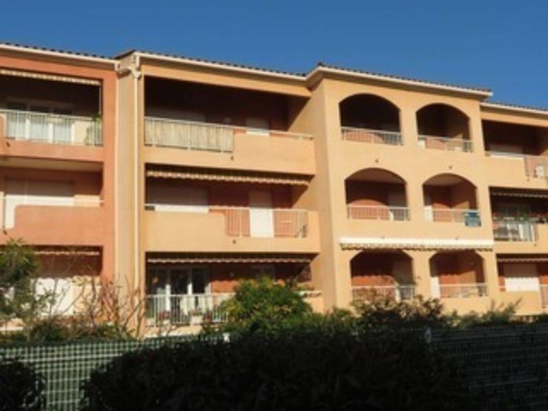 Location Agréable T2 cabine, dans résidence, proche des commerces, des plages