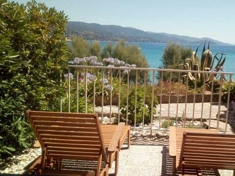 Location Studio rez de jardin, en bord de plage et vue mer.