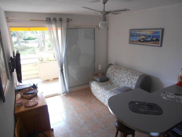 Location T2 cabine rénové, à proximité commerces et plages