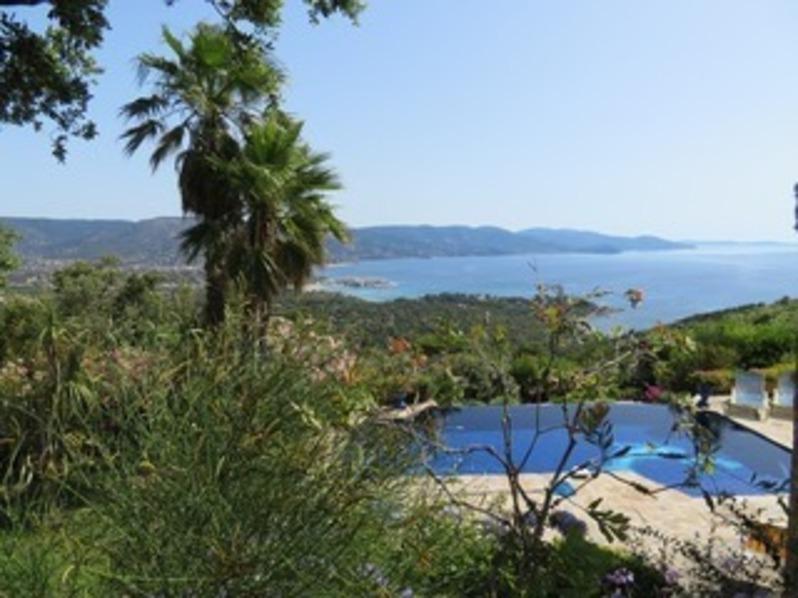 Location Villa trois chambres au Gaou Bénat, piscine, double vue mer.